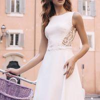 Нелли (RL) Свадебное платье прямого силуэта из мягкого и приятного дабл сатена. Оно словно повторяет прекрасные формы невесты, сексуально подчеркивая каждую важную деталь в ее образе. Платье на безкорсетной основе с закрытым верхом, но в то же время сексу