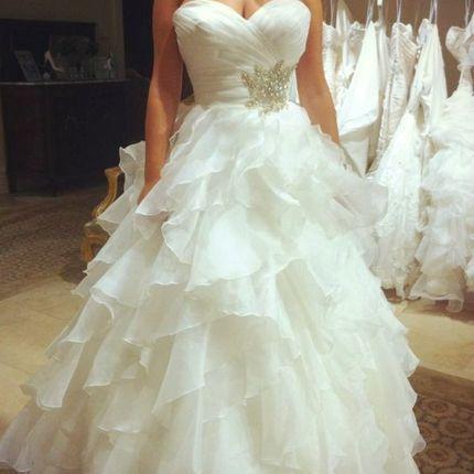 Платье с воланами и вышивкой