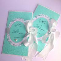 Свадебные приглашения в бирюзовом цвете. Дизайнерский картон, атласная лента, вырубные рамки и полубусинка - сердце... Возможна иная цветовая гамма...)