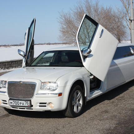 Аренда лимузина Chrysler 300C