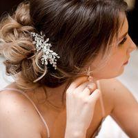 """Свадебное украшение для волос, веточка """"Santorini"""", ручная работа.  Бусины хрустальные, стразы, ювелирная проволока с антиокислительным покрытием. Размер украшения в длину: 10 см."""