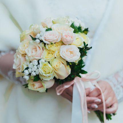 Букет невесты из роз Таллея и Яна