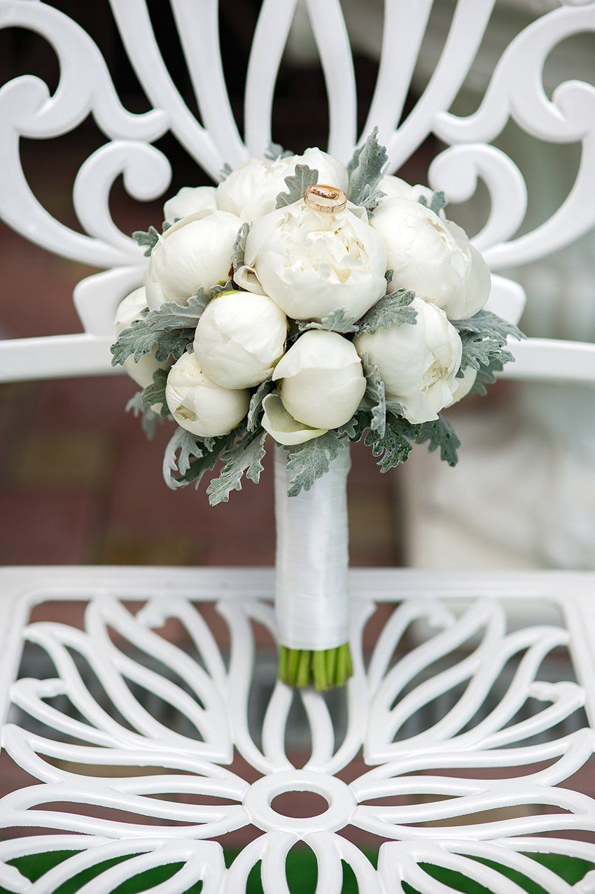 Букет невесты из пионов  Жасмин - студия флористики и аренды декора ... cffc10f560bdb