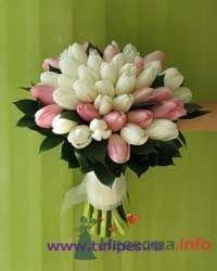 Букет невесты из белых и розовых тюльпанов