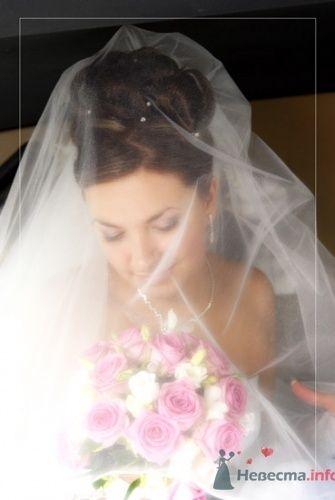 Невеста в фате со свадебным букетом из роз. - фото 759 Delight Studio - фото и видео