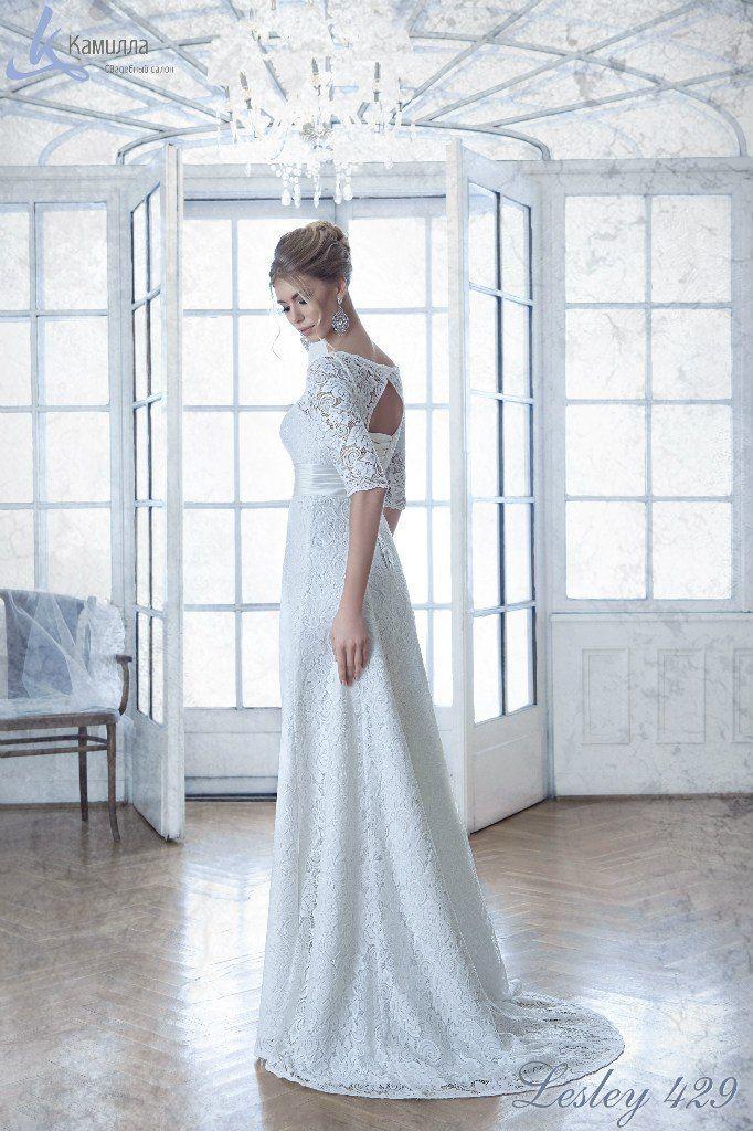 """В платье Lesley нет цветных элементов или броских деталей, но будто полотно непревзойденного мастера, оно восхищает и притягивает взгляд. Потрясающе нежная и женственная модель. Небольшой шлейф и красивая спинка идеально завершают образ! - фото 5985759 Свадебный салон """"Камилла"""""""