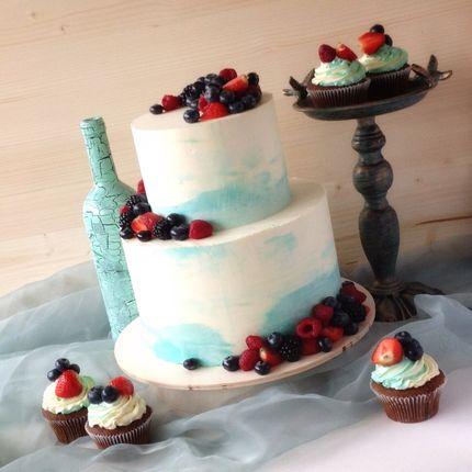 Кремовый торт с ягодами или фруктами