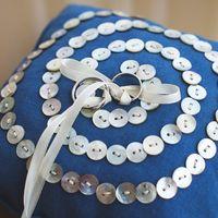 Голубая подушечка для колец Лены и Стаса. Красивая уютная свадьба на берегу Финского залива. Июль 2013