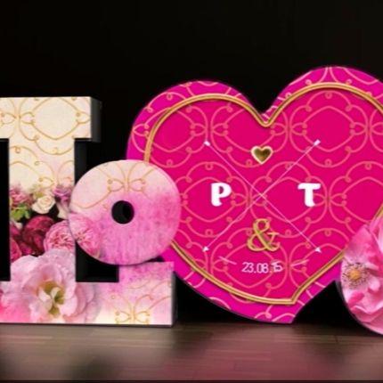 Love Story шоу на объемных буквах Love