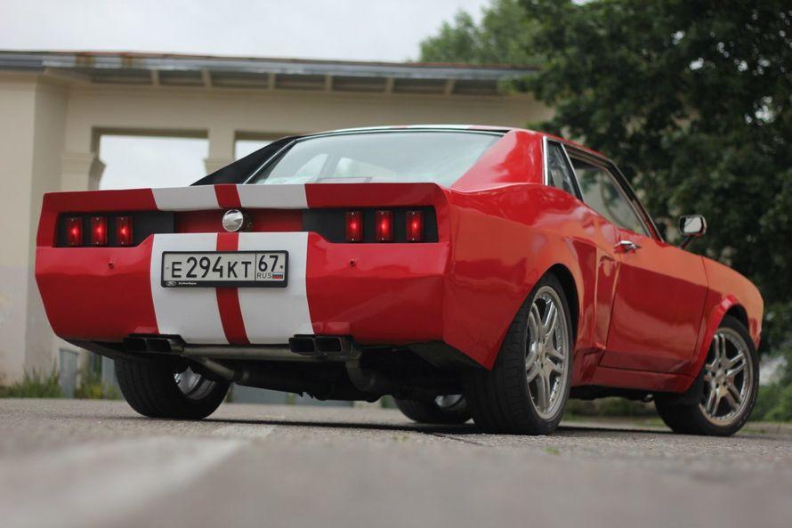 """Ford Mustang — культовый автомобиль класса Pony Car производства Ford Motor Company. Изначальный вариант 11233 (1964/65—1973 гг.) был создан на базе агрегатов семейного седана Ford Falcon (создатель Ли Якокка и его команда). Первый серийный Mustang сошёл  - фото 11442682 """"Ваш кортеж"""" - аренда автомобилей"""