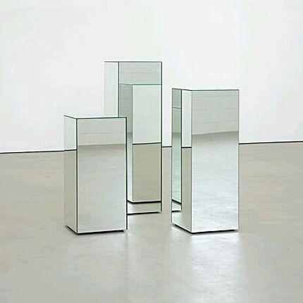 Зеркальные колонны-подиумы в аренду