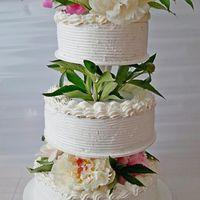Торт с живыми пионами, вес торта 6 кг.