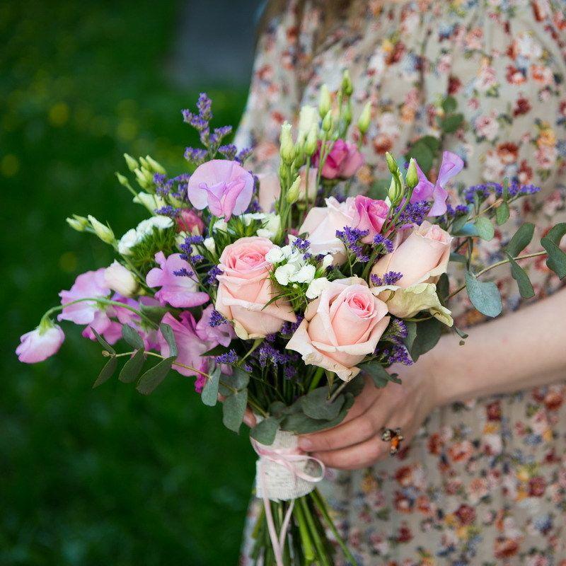 Дизайнерские букеты для невесты 2017, букет хризантемы альстромерии