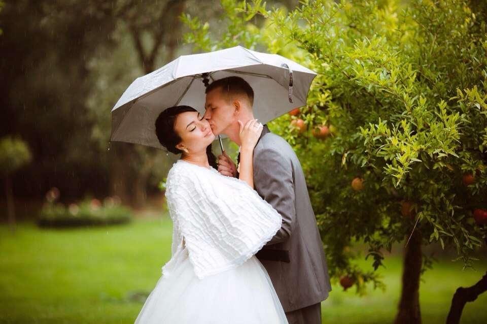 Нежно-нежно, и дождь ничуть не мешает - фото 6609310 Свадебный стилист Александра Извекова