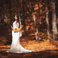 Прекрасная Лилия в осеннем лесу