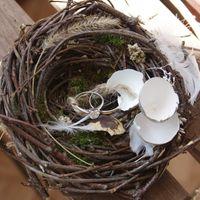 Гнездо с обручальными кольцами