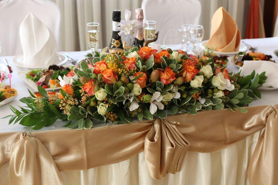 Композиция на стол жениха и невесты - фото 6737936 Flower pie - флористика и декор