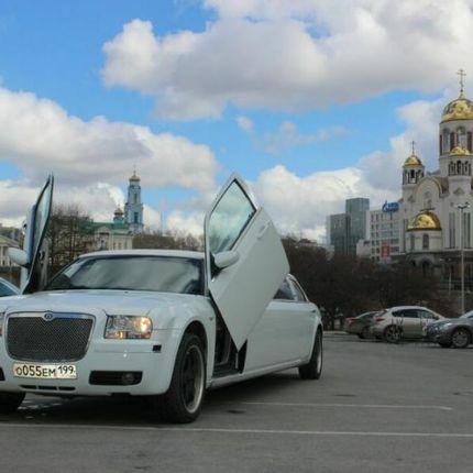 Лимузин Крайслер 300С (БентлиStyle)