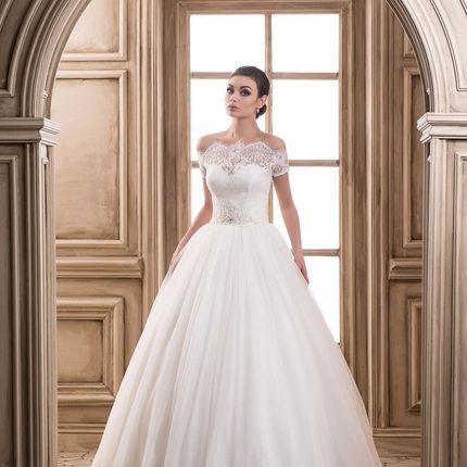 Свадебное платье с опущенной линией плеча