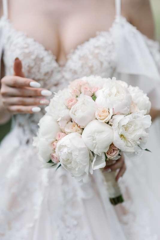 бутик-отель MONA, выездная регистрация, персиковый, фотосессия, жених, невеста, свадьба на природе, романтичный стиль, романтик, образ невесты, свадебная прогулка - фото 17696984 Маслова Виктория - фотограф