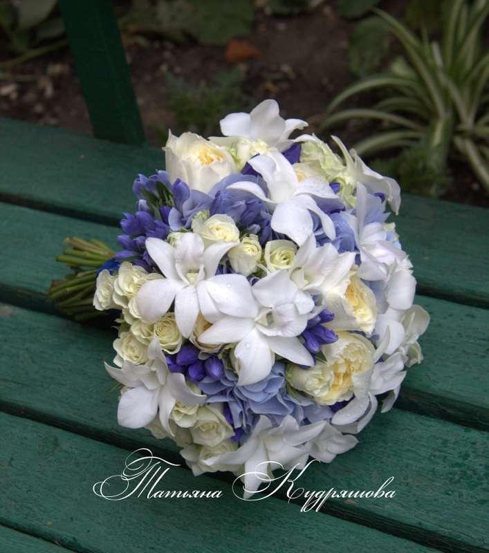 Сине белый букет невесты с розами, гортензией и орхидеями - фото 1309417 Цветочная мастерская Татьяны Кудряшовой