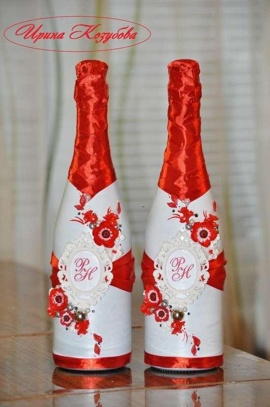 """Свадебные бутылочки """"Афродита"""" в красно-белом цвете с рамками и инициалами. - фото 7550210 Свадебные аксессуары от Ирины Козубовой"""