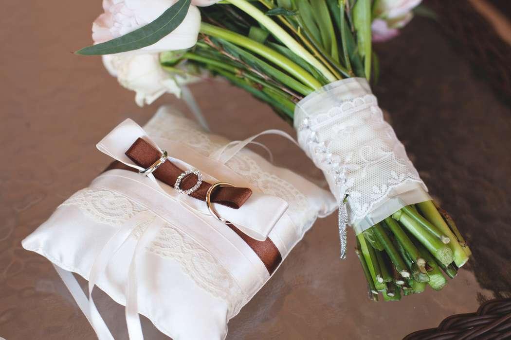 букет невесты, розовый, розово-белый, зимний букет, зимняя свадьба, зима, кольца, подушечка для колец, шоколадный, коричневый - фото 5416399 Фото и видеосъёмка Fevish studio