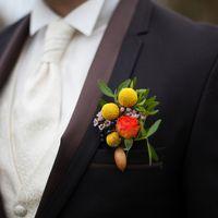 лакада, ресторан, свадьба за городом, свадьба у воды, осенняя свадьба, октябрь, золотая осень, бутоньерка, образ жениха
