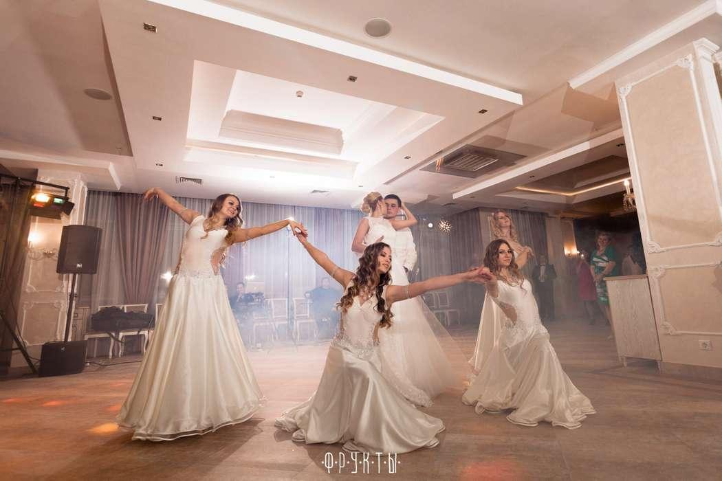 "Подтанцовка нашим молодоженам - фото 9428518 Шоу-балет ""Феникс"""