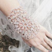 Роскошные перчатки невесты из страз!