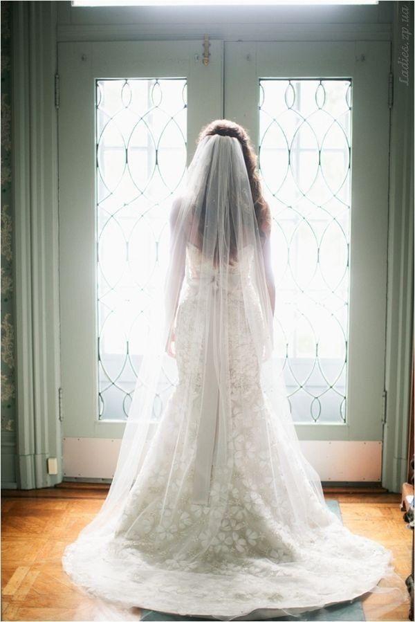 Фата с платьем из кружева