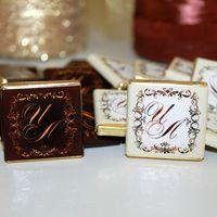Сувенирный шоколад с инициалами молодоженов!  Очень вкусный (бельгийский)