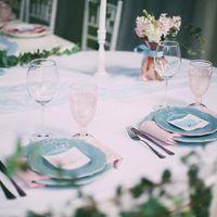 Розово-голубая свадьба Гортензия и пион Свадьба в розовых Декор в розовых голубых тонах Serenity и Rose quartz Цветное стекло Шелк Сервировка стола