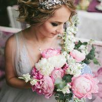 Розово-голубая свадьба Гортензия и пион Свадьба в розовых Декор в розовых голубых тонах Serenity и Rose quartz Цветное стекло Шелк Букет невесты Букет растрепыш Букет невесты из пионов и гортензии Букет невесты в розово-голубой гамме Розовый голубой букет