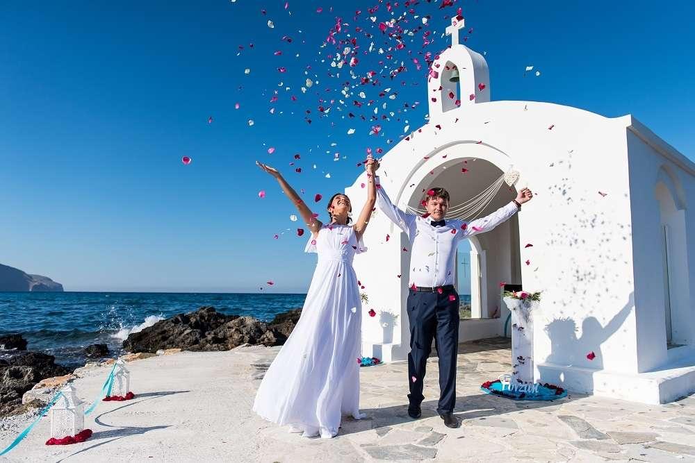 Свадебная церемония у церкви Святой Софии, о. Родос, Греция