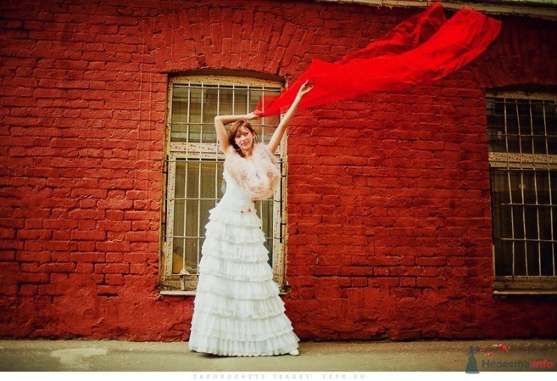 Свадебное платье с пышной многослойной юбкой, декорировано нежным - фото 30894 Фотограф Запорожец Сергей