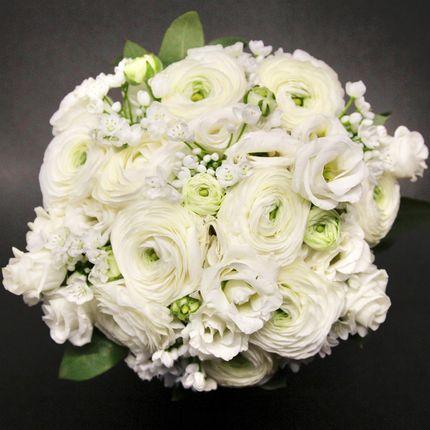 Букет невесты из белоснежных ранункулюсов