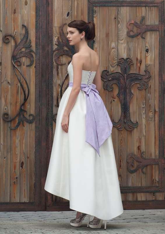 Leila Жизнерадостное, яркое и праздничное платье. Идеальная форма, стильная длинна с градиентом  и  пояс с шикарным бантом. Это платье подойдет для тех невест, кто хочет отойти от классического образа «длинного белого платья», но сохранить торжественность - фото 8325706 Свадебный салон Art рodium