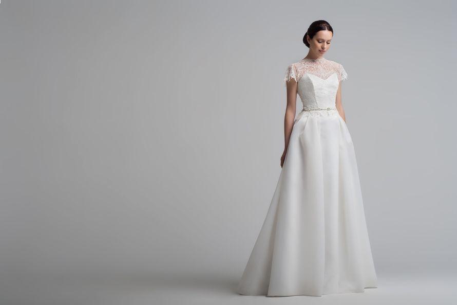 Bourgogne  Ангельское платье, не меньше. Невероятно современное, при этом выдержанное в классическом стиле. Романтичное, но без излишеств декора. Мы любим это платье за его уникальный стиль и характер.  Ткани и материалы: кружево, шифон/ текстурная органз - фото 8336138 Свадебный салон Art рodium