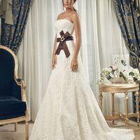 """1435 Romans Свадебный салон """"Лорен""""   Элегантная модель Romans выполнена из кордового кружева и отличается великолепным вырезом с открытыми плечами. Оно дополнено шнуровкой на спине. Талия этого свадебного платья"""