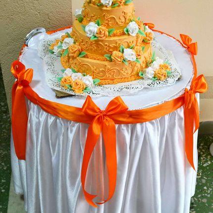 Столик для торта на колёсиках