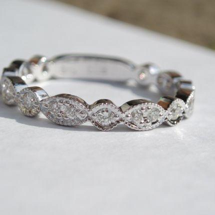 Обручальное кольцо женское с бриллиантами