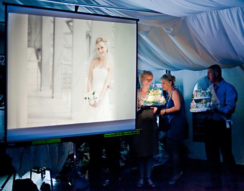 Проектор с экраном на свадьбу