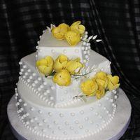 Свадебный торт с желтыми тюльпанами