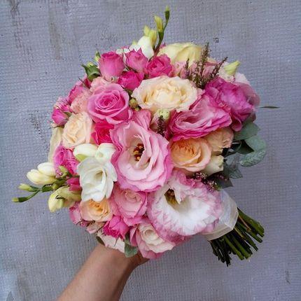 Букет невесты розовый с фрезиями