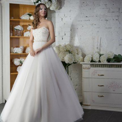Пышное платье с жемчужным корсетом
