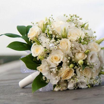 Букет невесты и бутоньерка, украшение стола