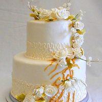 """Свадебный торт """"Карамельный восторг"""", украшенный сахарными розами"""