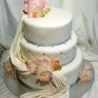 Торт, украшенный сахарными орхидеями и фалдами (от 7кг)