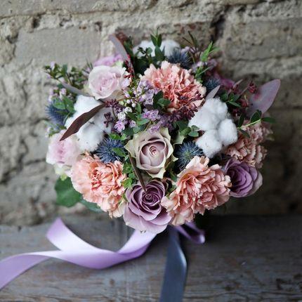 Нежный букет из роз,гвоздик и хлопка